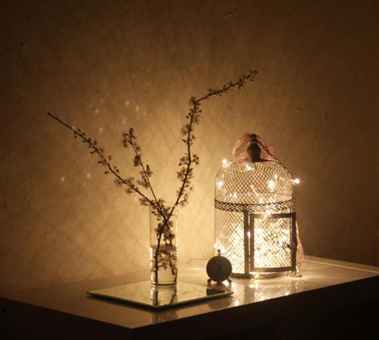 Lucine bianche per decorare casa ed subito atmosfera life and the city - Lucine camera da letto ...