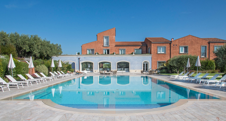 piscina villa neri resort spa daybreakhotels