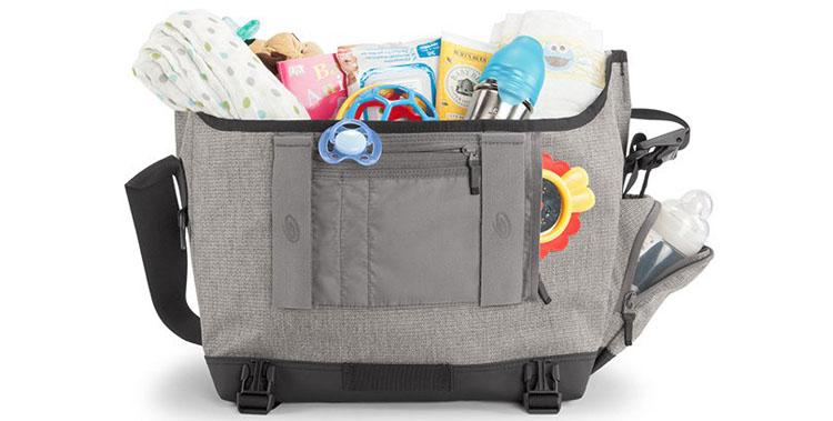 Ogni mamma sa che la preparazione della borsa per il cambio del proprio  bimbo è una vera forma d arte che richiede capacità organizzative estreme e2c0d79bcc0